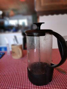 bild på kaffekanna med kort skärpedjup